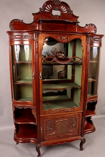 High Quality Display Cabinet in Mahogany