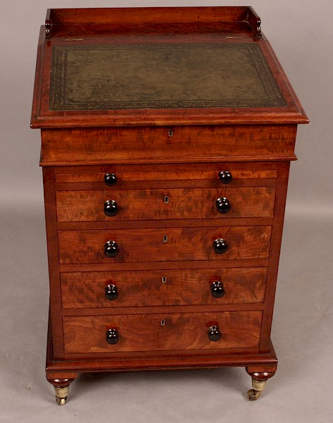 Very Good Early Victorian Davenport Desk