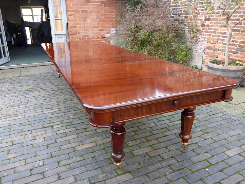 Stunning 14/16 seat Victorian Mahogany Extending Dining Table