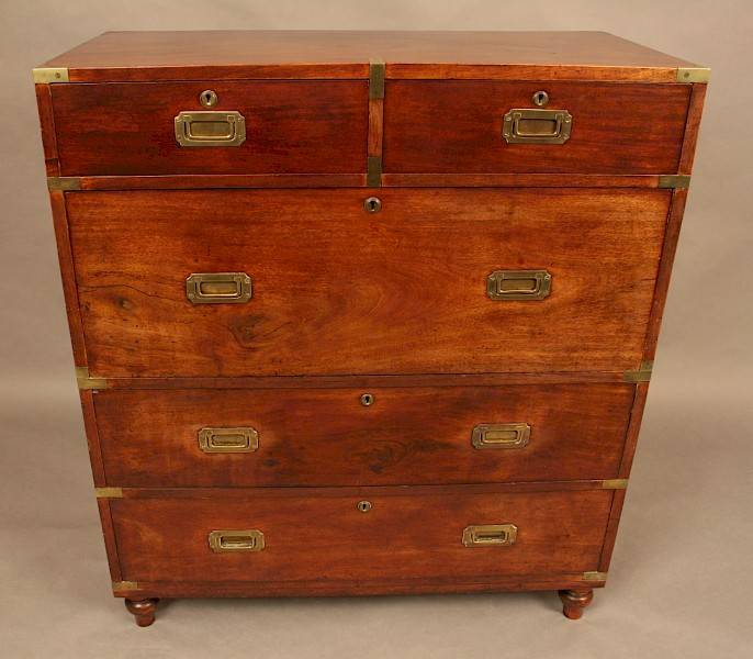 Very Good 19th century Campaign Chest