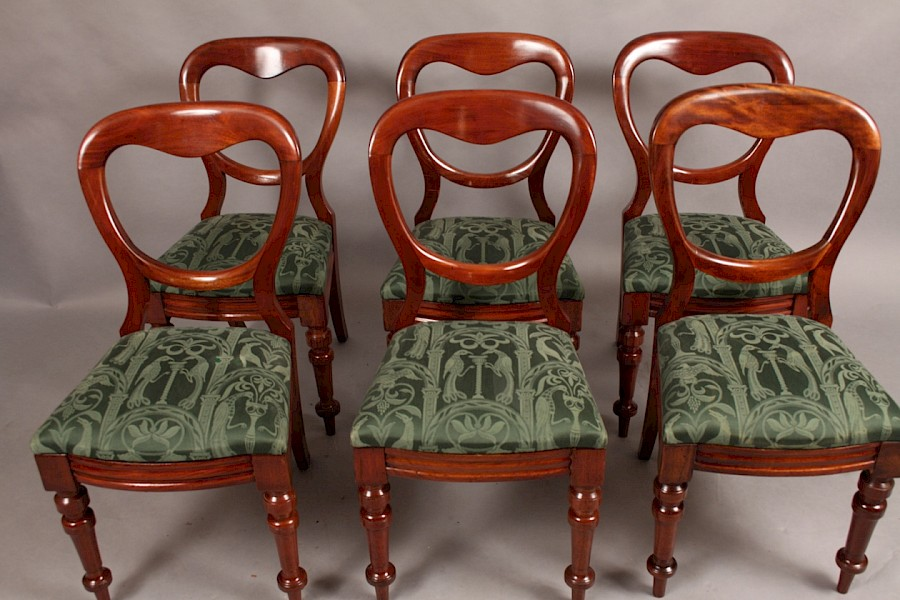 Good Set of Six Victorian Mahogany Balloon Back Dining Chairs