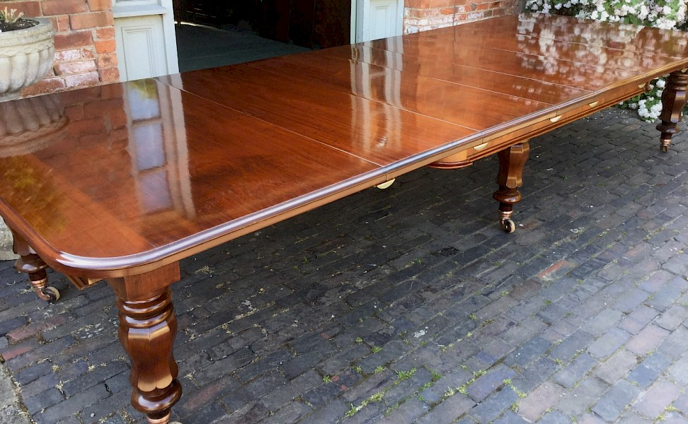 Superb Victorian 5 leaf Extending dining Table seat 14