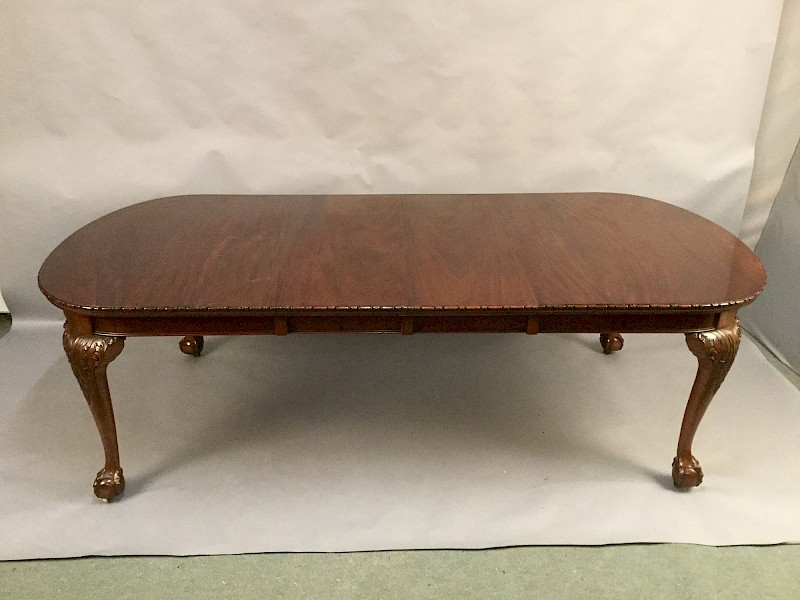 Good Mahogany Extending Dining Table seat 8