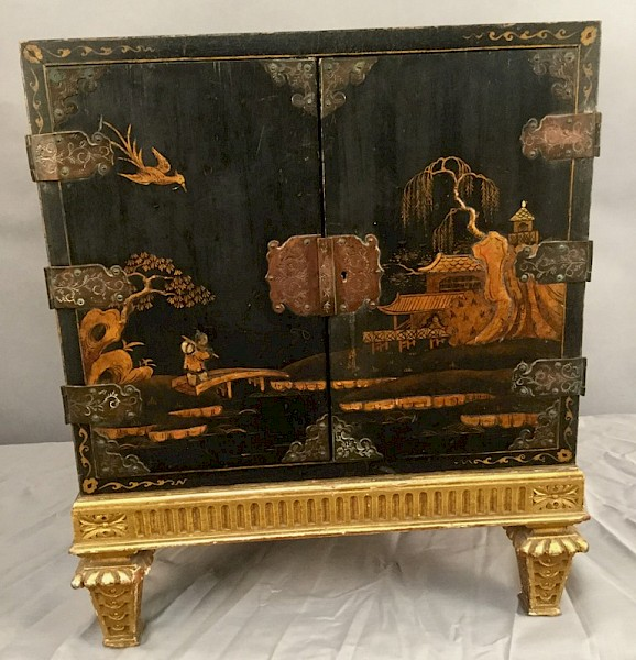 Lacquered Chinese Table Cabinet for cutlery