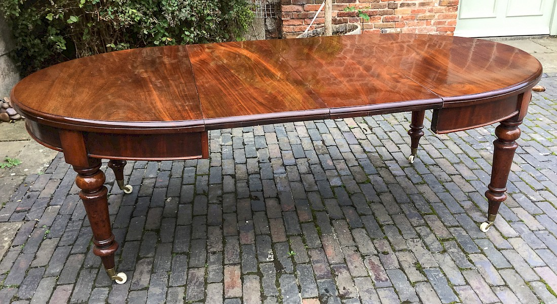 Victorian Mahogany Extending Dining Table 2 leaves