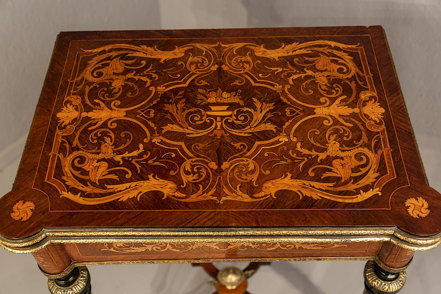 French King wood Card Table Marquetry