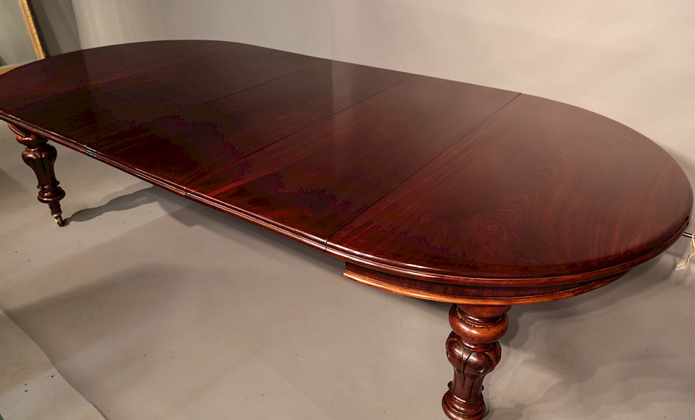 Victorian Extending Dining table with 3 Original Leaves