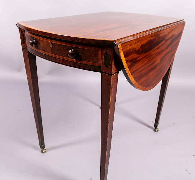 Georgian Mahogany Pembroke table with Satinwood Banding