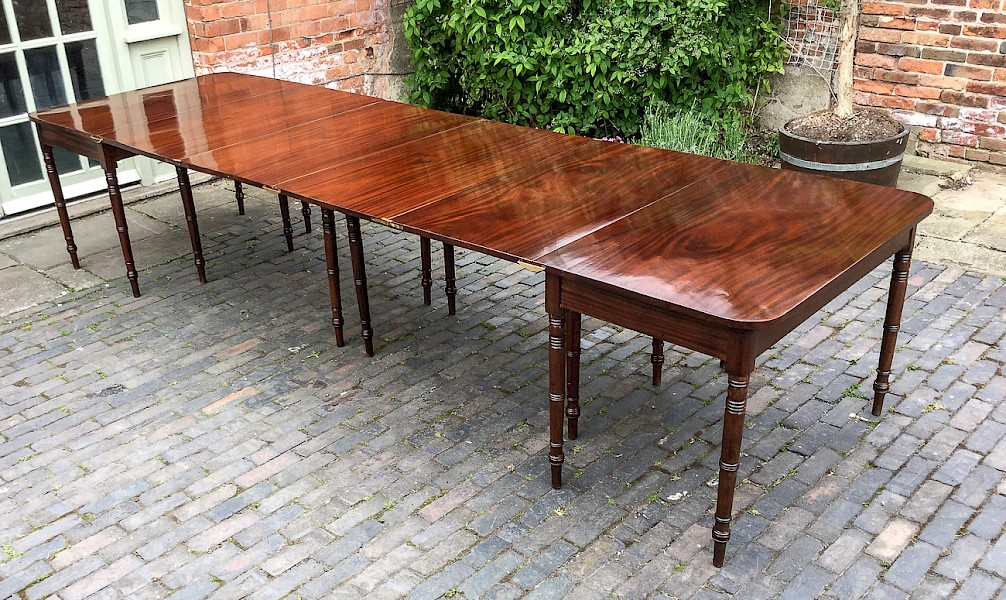 Georgian Patent Mahogany 4 section Dining Table seat 14