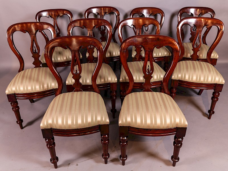 Set of 10 Victorian Mahogany Balloon Back Spear Point dining Chairs