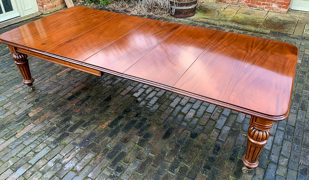 A Victorian Wind Out Extending Dining Table Mahogany seats 10