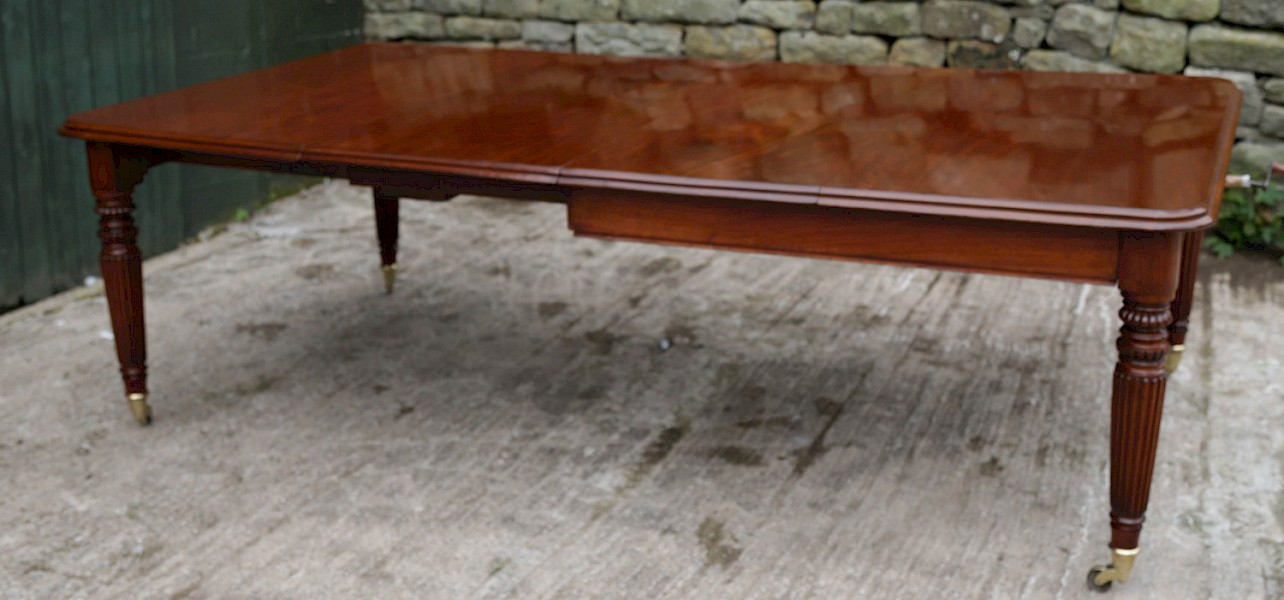An Early Victorian Mahogany Extending Dining Table Seats 10