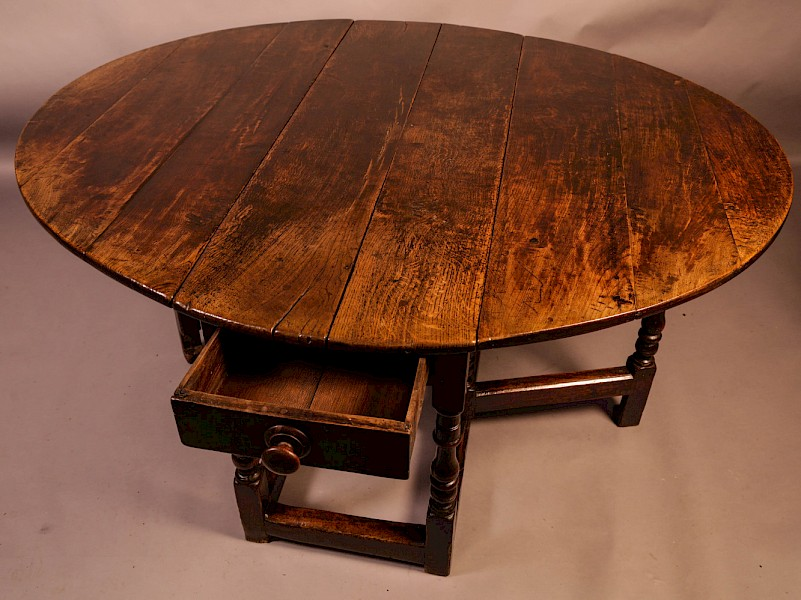 A Very Good large 17th century Gate Leg Dining Table